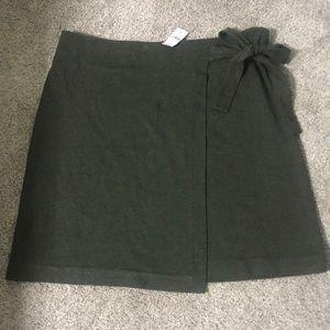 BNWT Loft green skirt SZ XL